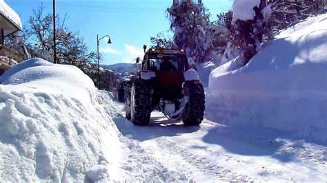 Spazzaneve di montagna (snowplowing on the road, tractor